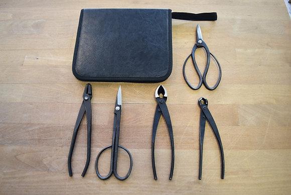 Trousse à outils rigide + 5 outils