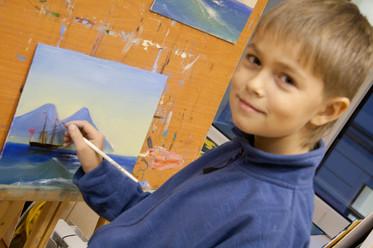 Мальчик рисующий море