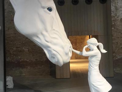 פוליטיקה או כסף – מה משפיע יותר על הביאנלה בוונציה?