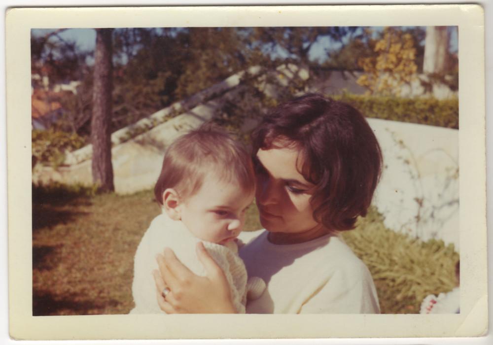 פאולה רגו ובנה הצעיר
