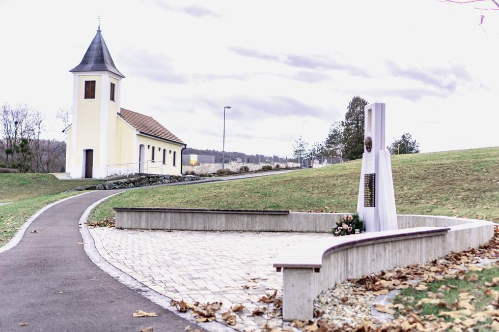 Kriegerdenkmal und Platzgestaltung Inzenhof