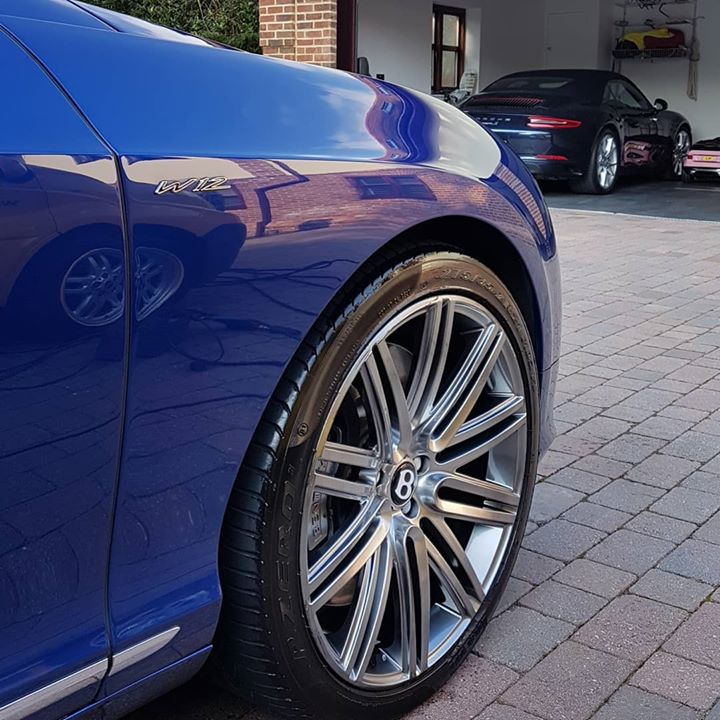 #bentley #gtspeed #w12 #porsche #carerra #glossy #reflection #blue #carporn #lovemyjob #valeting #de