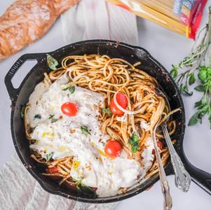 Pasta con Pesto de Tomates Secos y Burrata