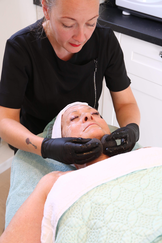 Basis gezichtsbehandeling