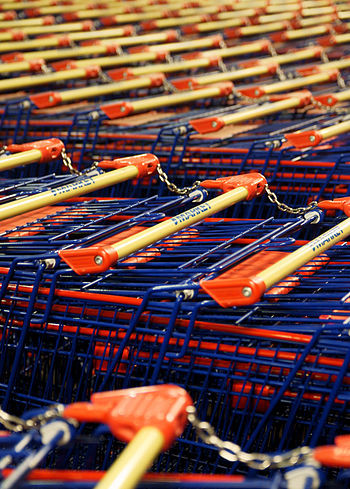 English: Shopping carts in ABC Tikkula.