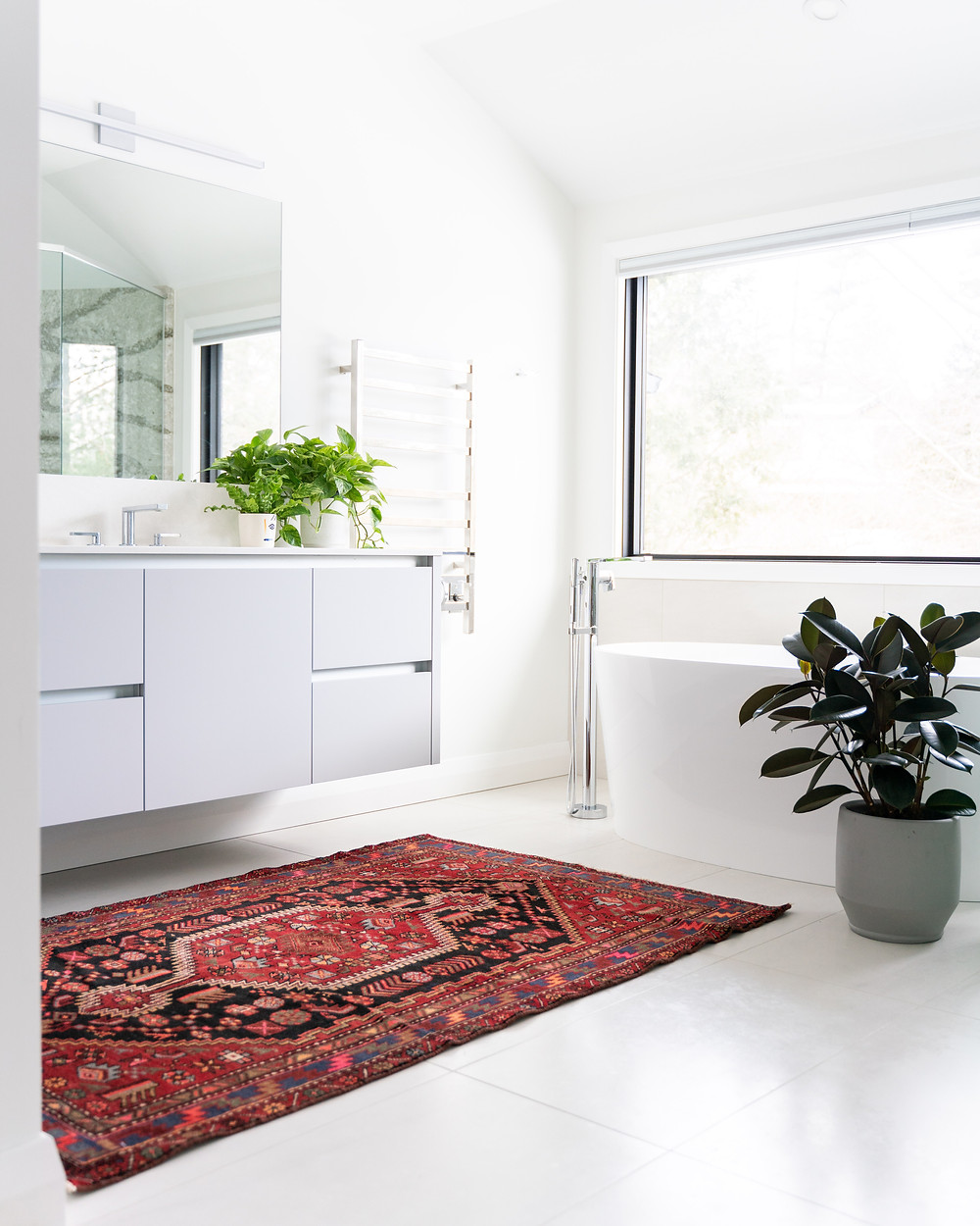 Bathroom with traditional rug design