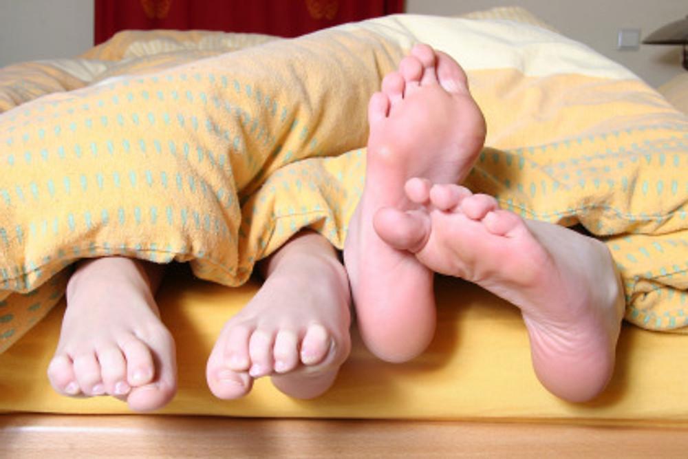 feet-684682_1920