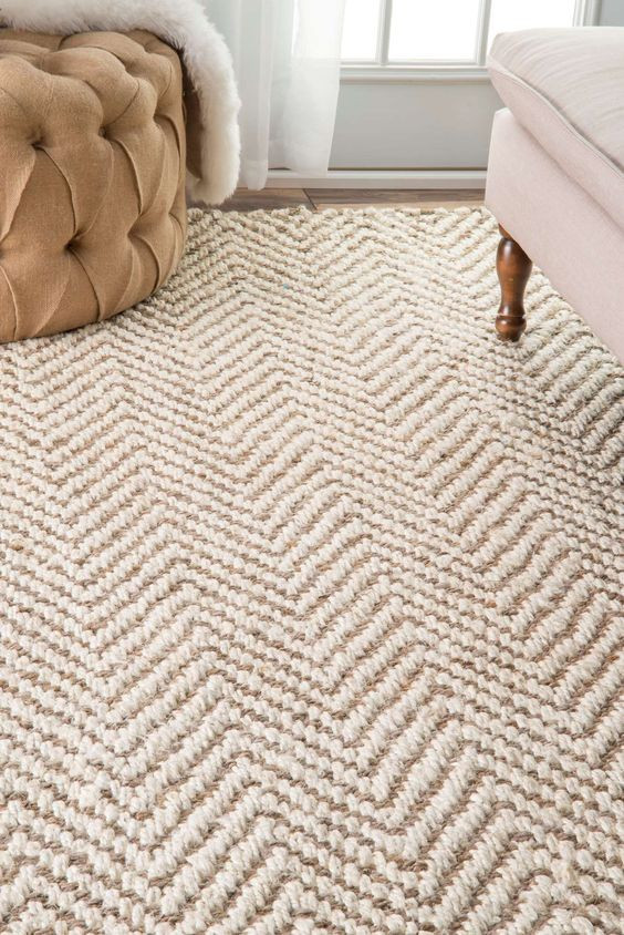 Property Styling: Five Rules For Choosing A Rug