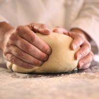 Forming af surdejsbrød