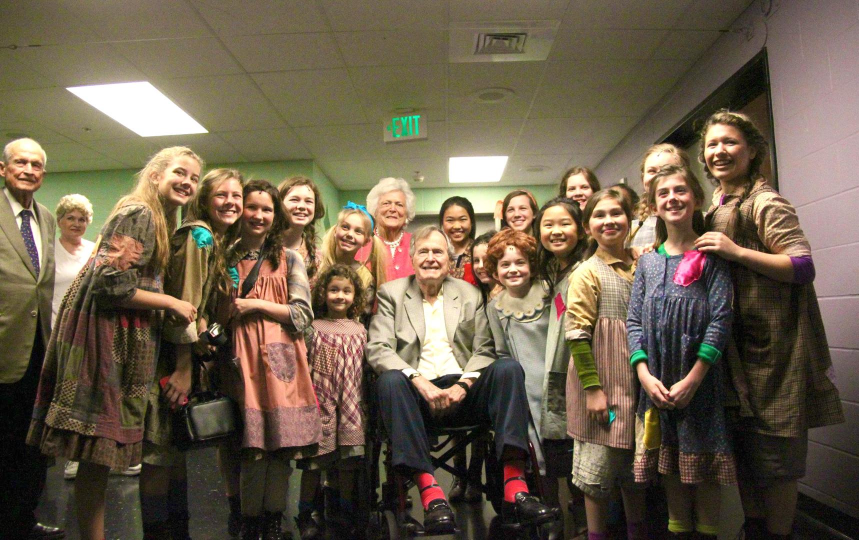 Annie Cast & President Bush.jpg