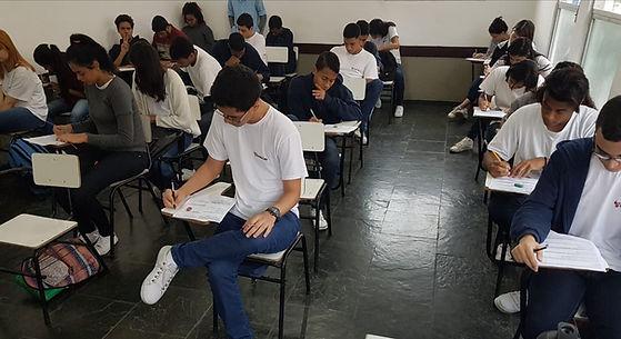 alunos Ensino Médio em prova