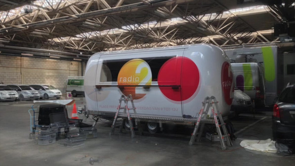 Wrapping trailer Radio 2