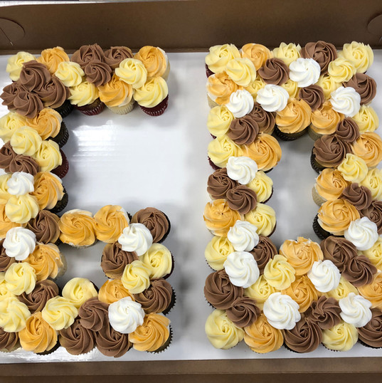 Pull apart cake with mini cupcakes