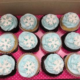 Snowflake themed cupcakes (fondant)