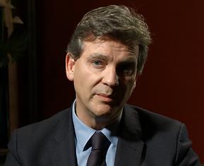 Arnaud Montebourg pour le documentaire Guerre fantôme : la vente d'Alstom à General Electric