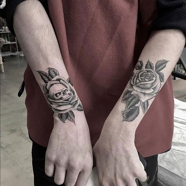 Who doesn't love skulls and roses_ 😍 _c