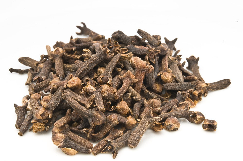 Cloves in a pile