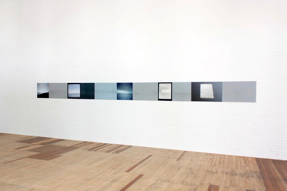 instalación de matrices de aluminio y fotografías en color, 50cm x 7m