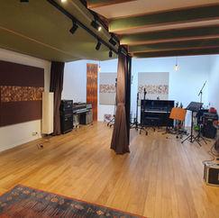 Main room, helder, open, daglicht. Met een zeer mooie akoestische roll-off