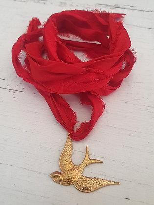 Collar Pájaro Cinta Seda Reciclada Roja