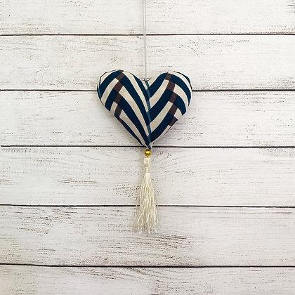 Colgante corazón blanco azul borla blanca