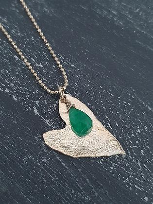 Collar corazón con piedra verde