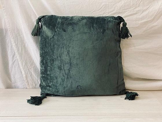 Cojín velvet borlas verde 50x50
