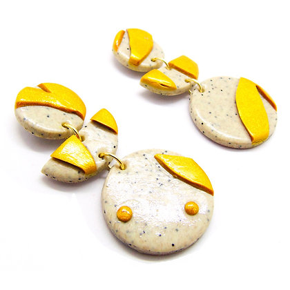 Aros Verónica Base beige con pétalos dorados