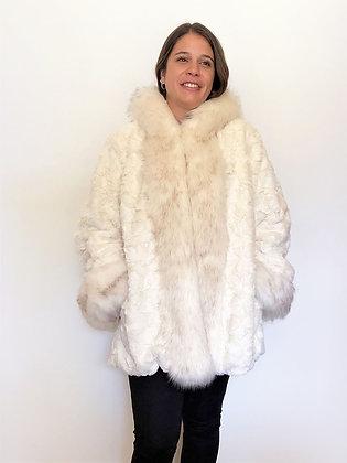 Abrigo unicolor de piel con gorro
