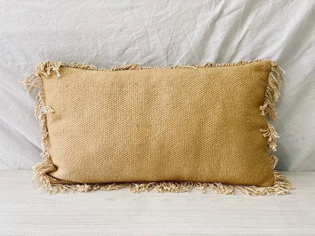Cojín tejido rectangular mostaza 33x57 cm