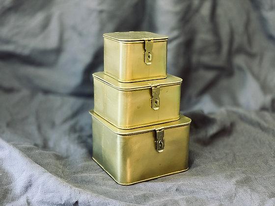 Cajitas de secretos metálicas doradas