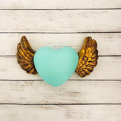 Corazón guatón menta con alas doradas