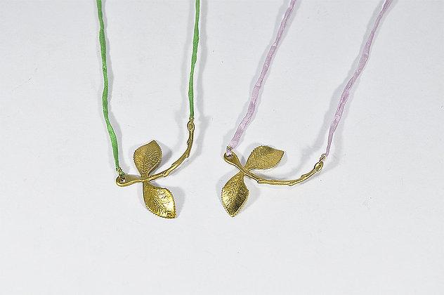 Collar ramita con hojas