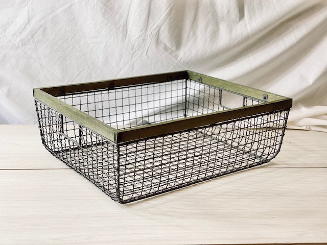 Caja alambre borde madera 38x46 cm