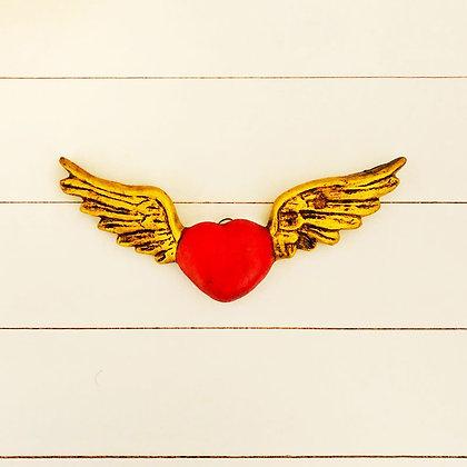 Corazón rojo alas doradas
