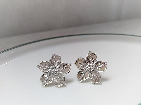 Aros flor bañados en plata