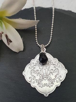 Collar Mandala Repujado Onix Negro