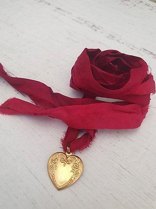 Collar Corazón  Cinta Seda Reciclada Burdeo
