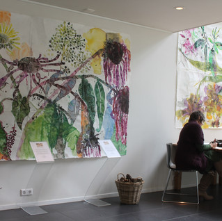 Kunstenares Jolanda Schouten was zelf aanwezig in het paviljoen