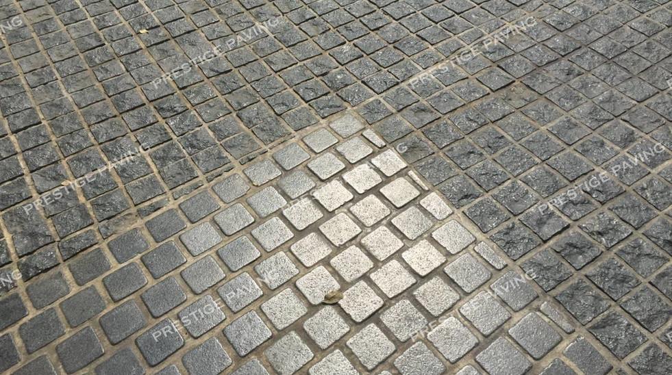 หินลูกเต๋าแบบแผ่นสำเร็จ รุ่นรัสติก แกรนิตสีเทา ลายเรียงตรง และ  รุ่นโมเดิร์น แกรนิตสีเทา ลายอิฐเรียงสลับ