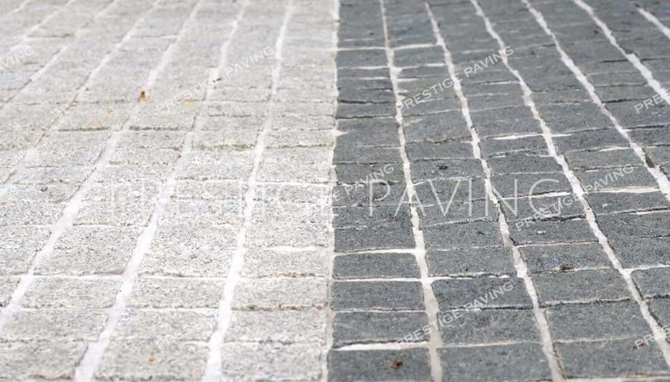 หินลูกเต๋าแบบแผ่นสำเร็จ รุ่นรัสติก แกรนิตสีขาวและสีเทา ลายเรียงตรง
