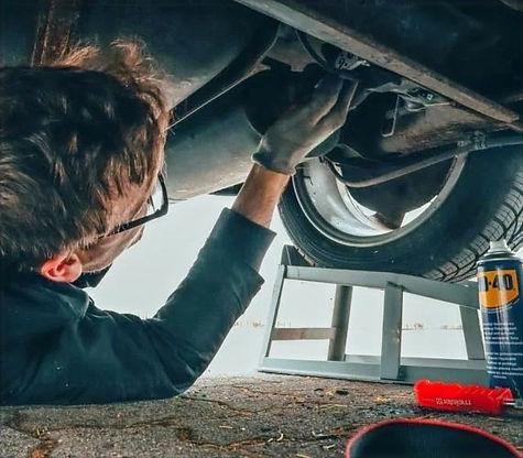 man-fixing-vehicle-engine-2244746-571x50