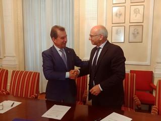 Firma del convenio de colaboración entre el IIE y REDFUE