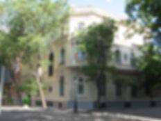 1 IIE fachada con bandera.jpg