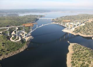 Viaducto sobre el río Almonte y la construcción del tablero del viaducto del río Tajo, las obras de