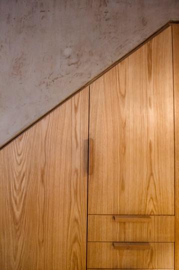 Clóset bajo escalera