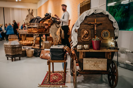 donkey tonk is een soundstem uit nijmegen met een ezel en huikar. Muziek is Gypsy Western Mambo Bluegrass Rock&Roll Exotica Swing Jazz