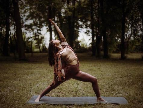 Letnia joga w plenerze