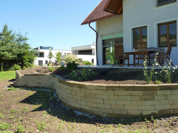 138ErrichteneinerMauer(Tuffsteingrau).JP
