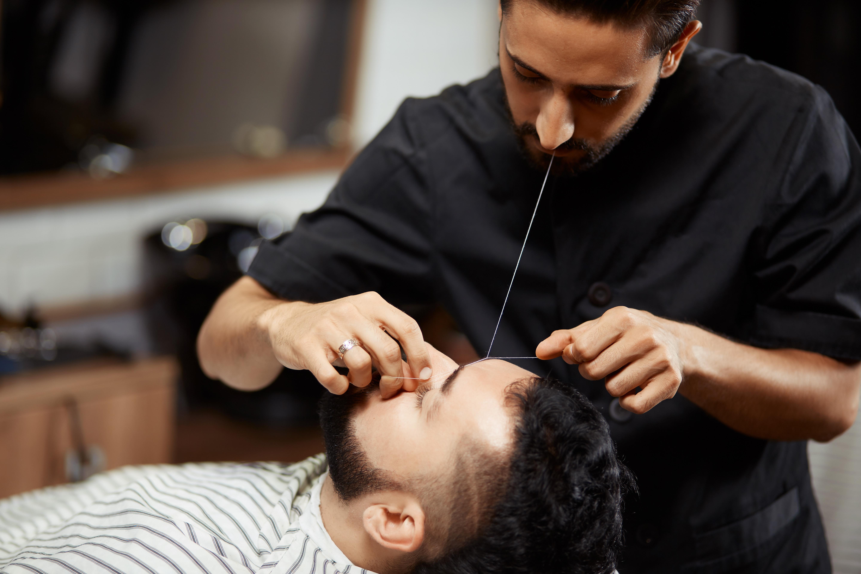 Bartpflege und Augenbrauen zupfen